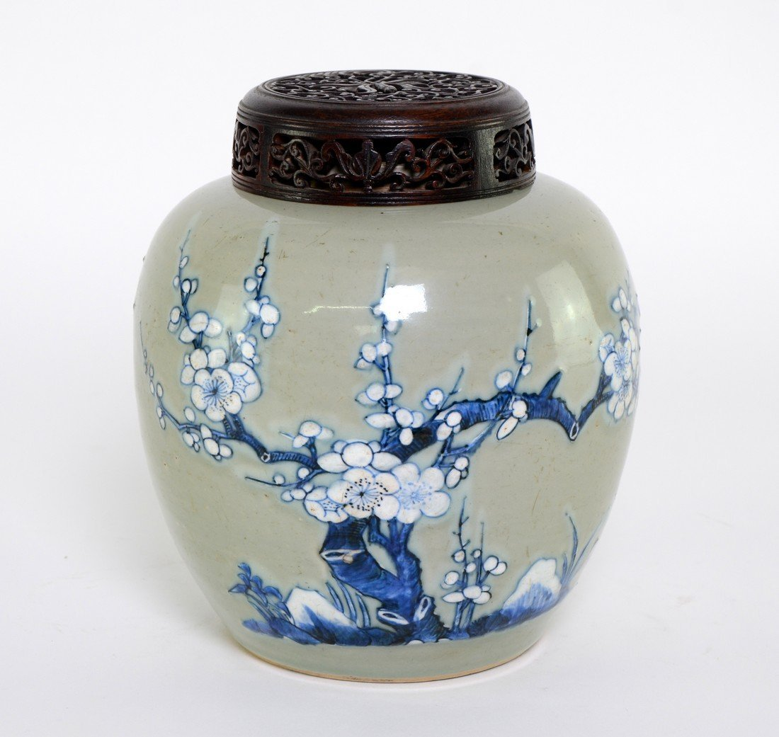 Early 18th century Chinese ginger jar decorated in blue