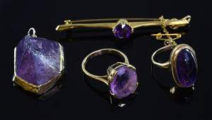 Amethyst and gold jewellery to include an Edwardian bar