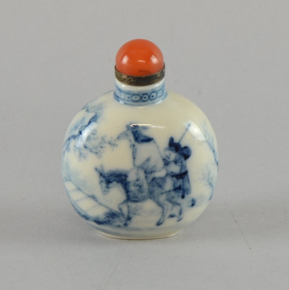 19th century Chinese porcelain blue and white snuff