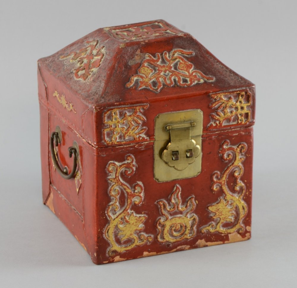 Early 20th century Chinese red cinnabar lacquered and