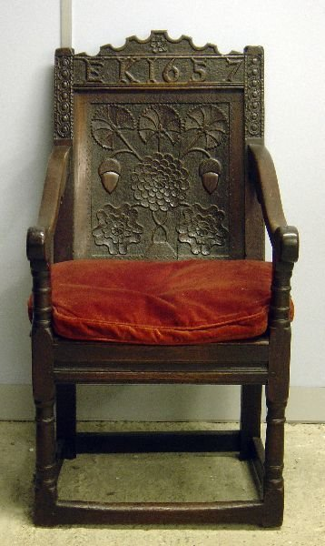 87: 17th century oak wainscot chair, the panelled back