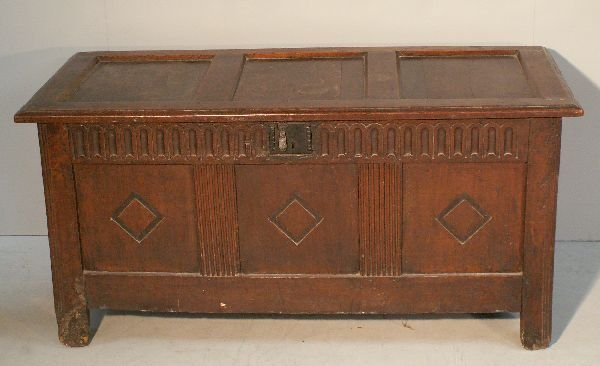 1: Late 17th/early 18th century oak panelled coffer
