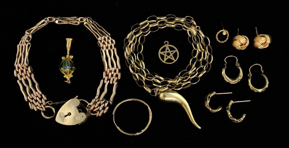 Collection of gold jewellery, including