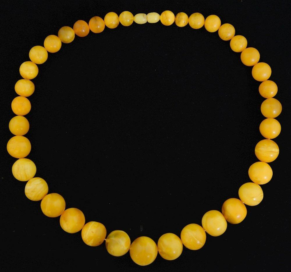 Yellow amber bead necklace, 37 graduatin