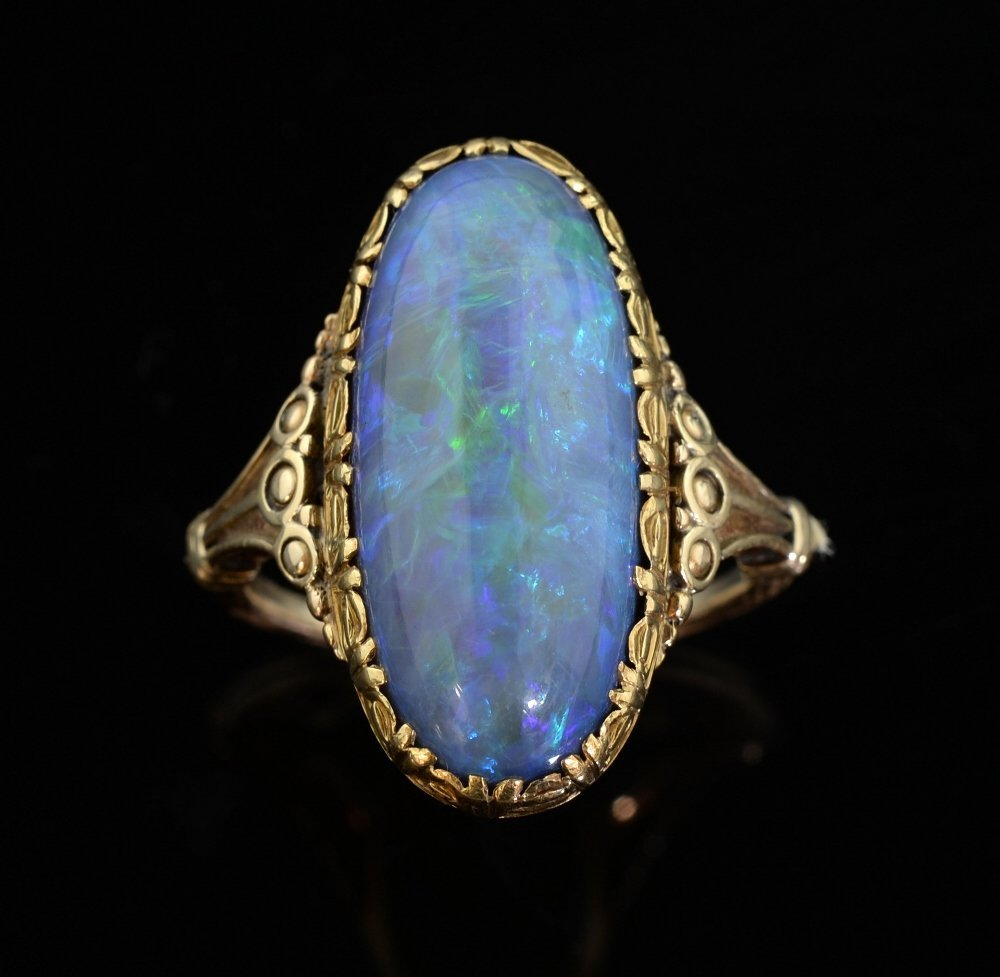 Black opal and gold ring, an oval caboch