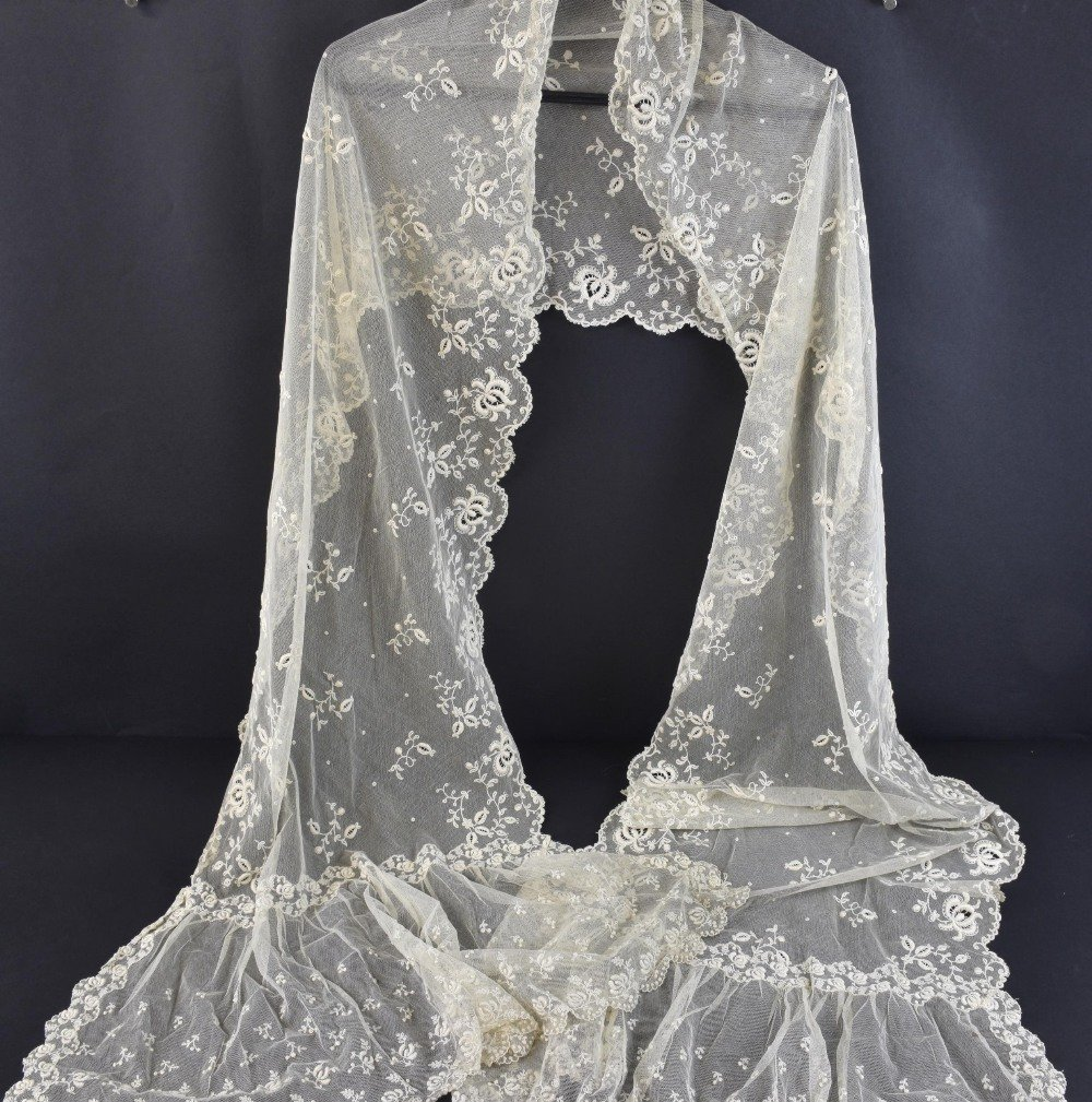 19th C lace stole or veil, worked on net with flora - 2