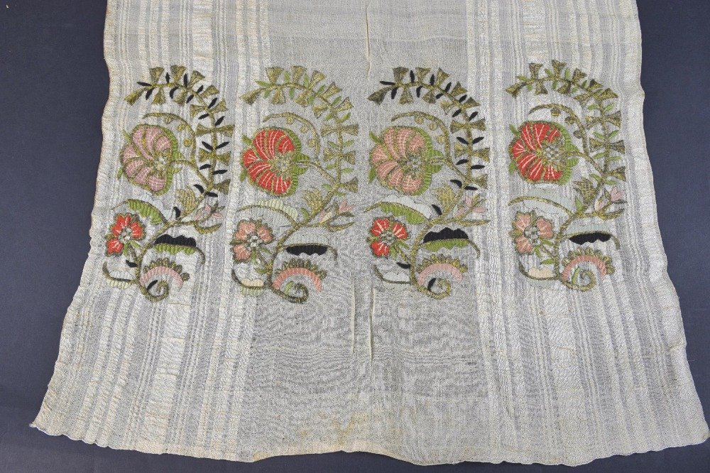 19th C Armenian embroidered towel, each end with repeat - 2