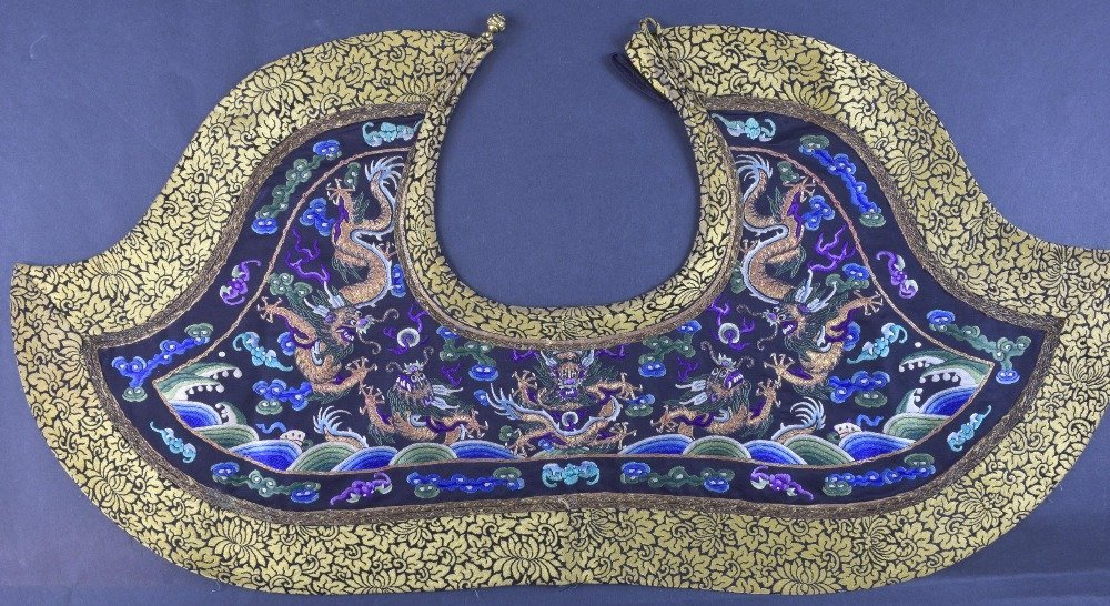 A fine Chinese dragon collar Qing dynasty, depicting,