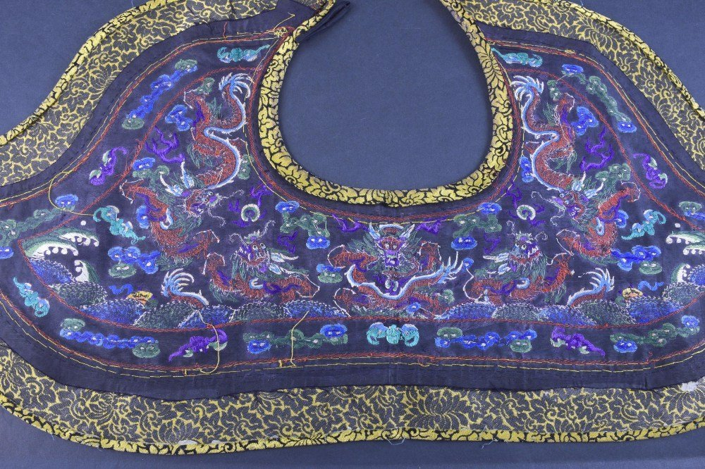 A fine Chinese dragon collar Qing dynasty, depicting, - 3