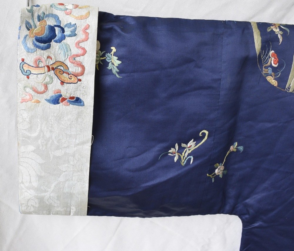 Chinese late Qing dynasty robe of dark blue silk, with - 3