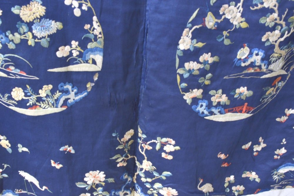 Chinese late Qing dynasty robe of dark blue silk, with - 4