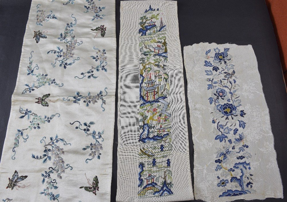 A pair of Chinese sleeve panels embroidered on cream - 2