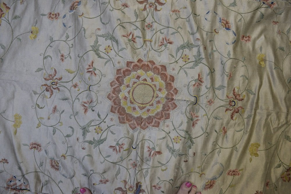 Chinese silk  bed cover embroidered in satin stitch - 2