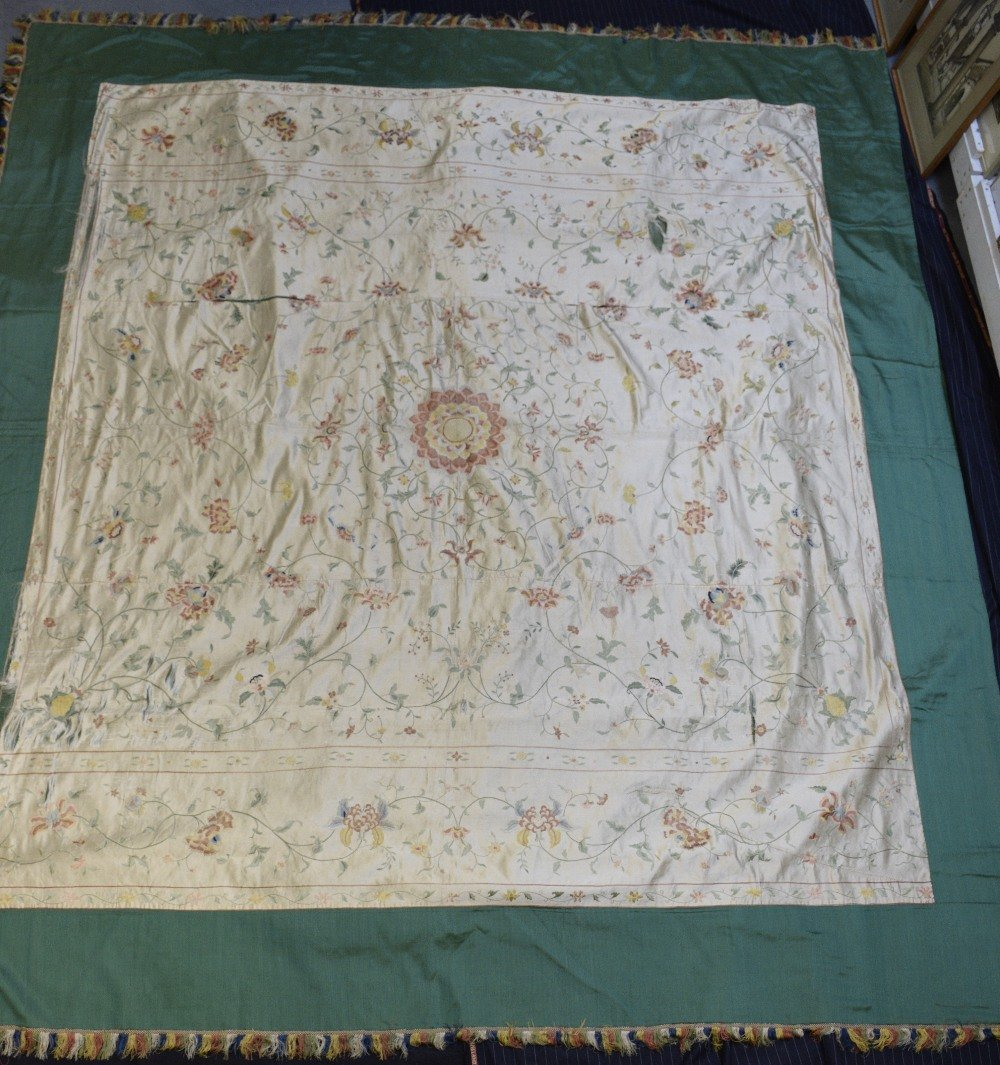Chinese silk  bed cover embroidered in satin stitch - 4