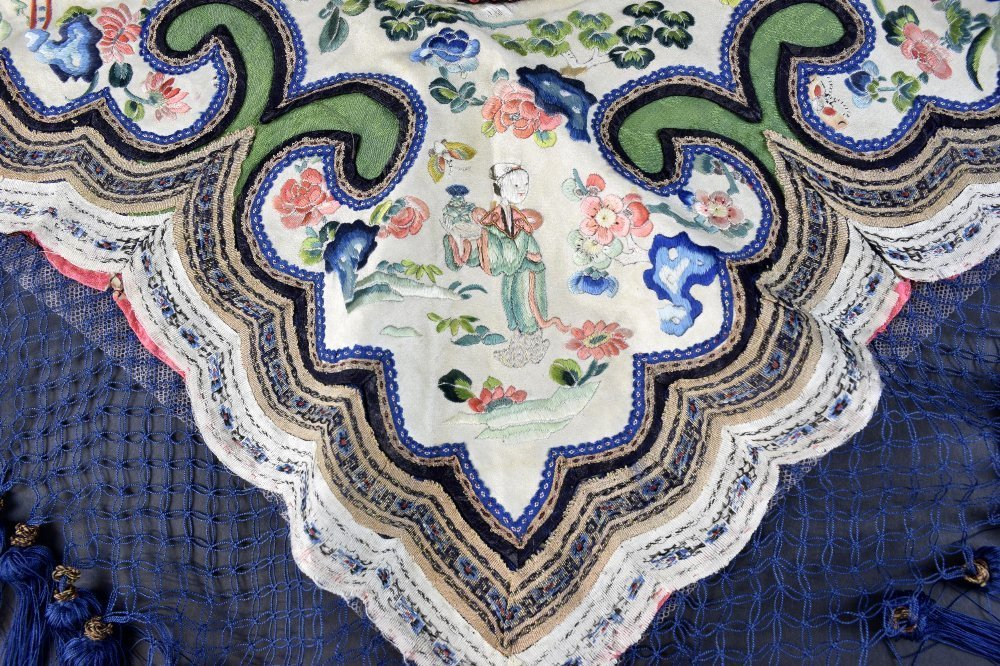 Chinese Qing dynasty silk collar, embroidered in silk - 2