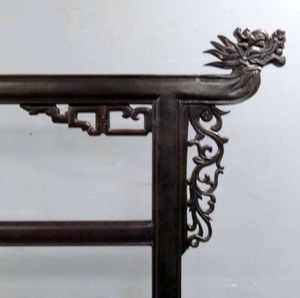 Chinese black lacquer robe stand carved with dragons - 2