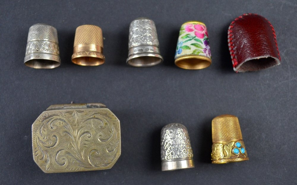 Gold and turquoise set thimble 19th C, an American gold