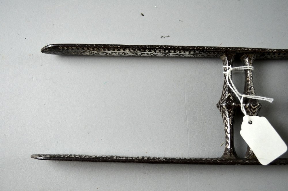 Indian steel bladed Katar, the handle with silvered - 7
