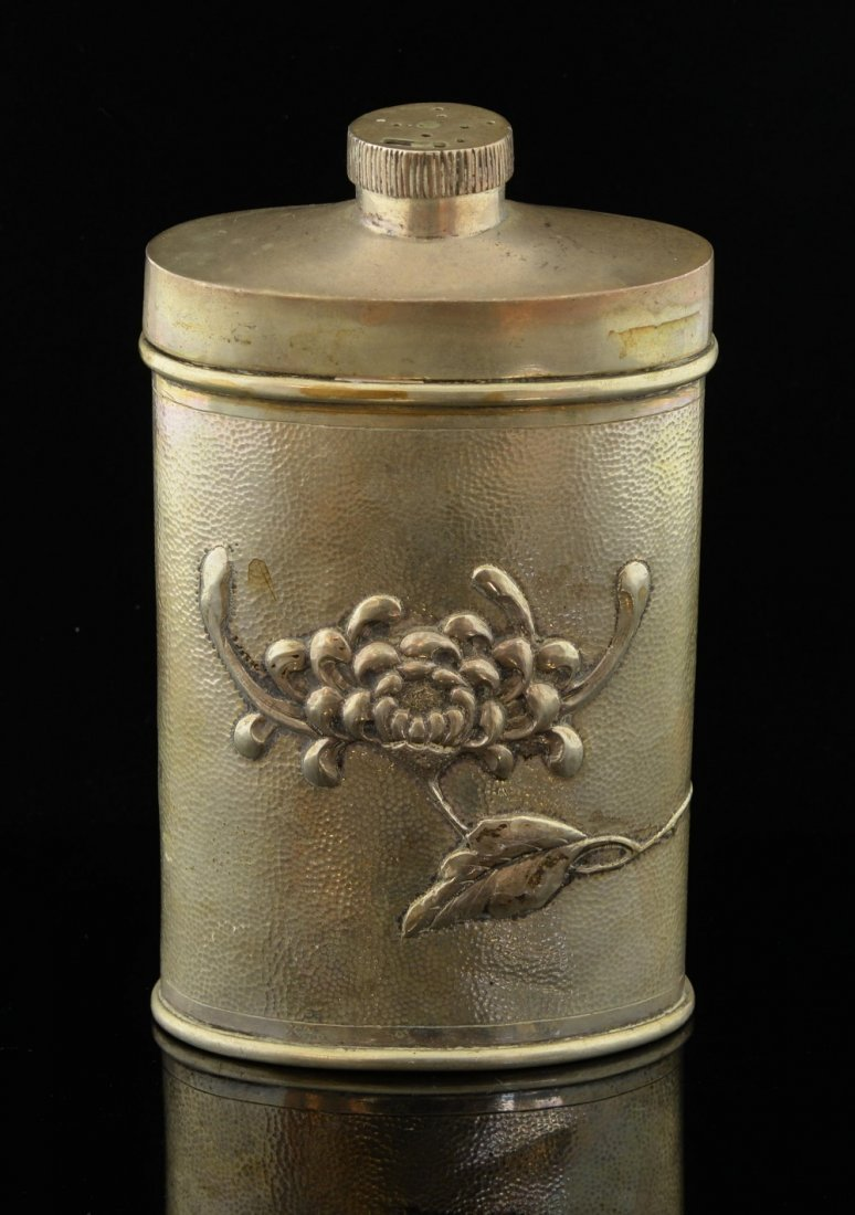 Chinese silver talcum flask decorated with - 2