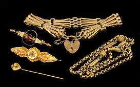 Collection of gold jewellery including 9ct gold gate