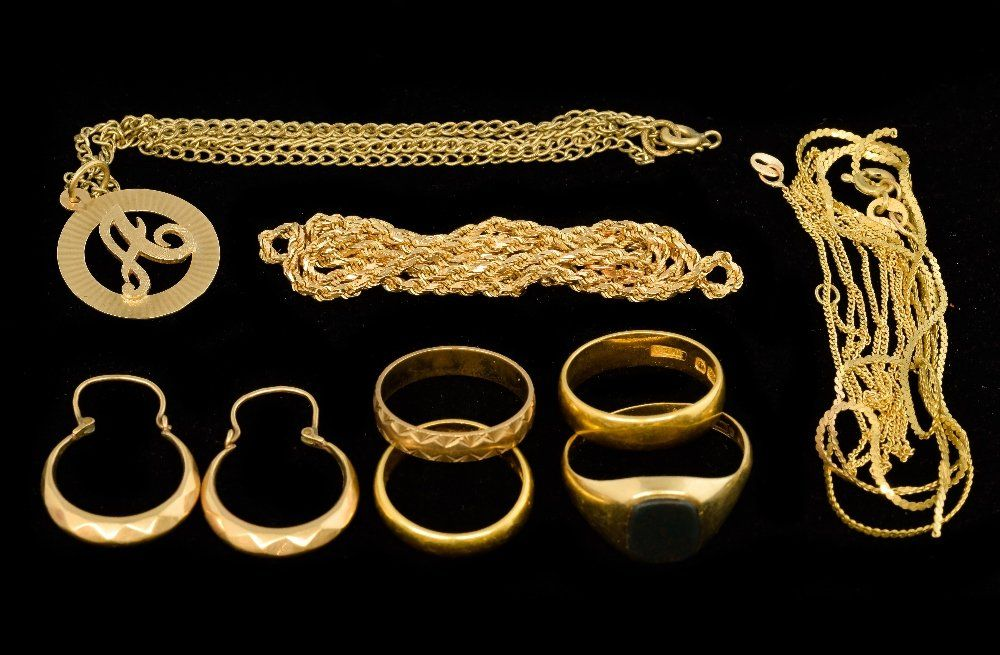 Collection of gold jewellery, including 22 ct gold