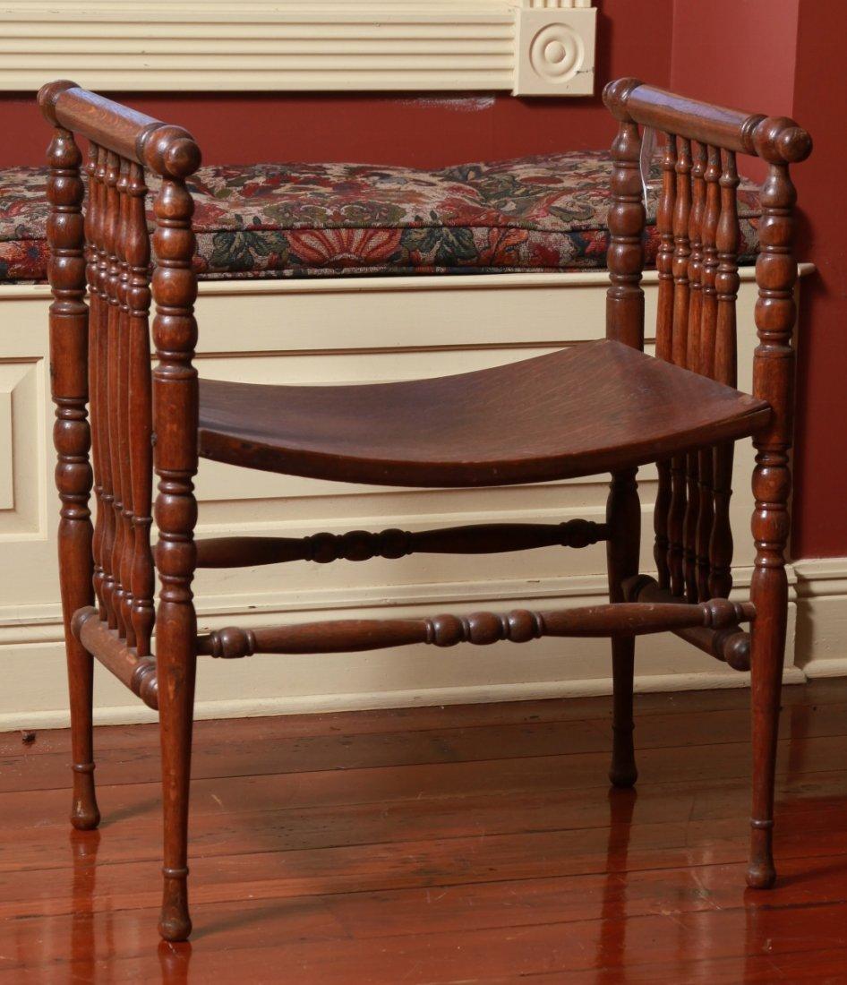 American Oak Bustle Bench (Wisconsin Chair Company) : Lot 0018