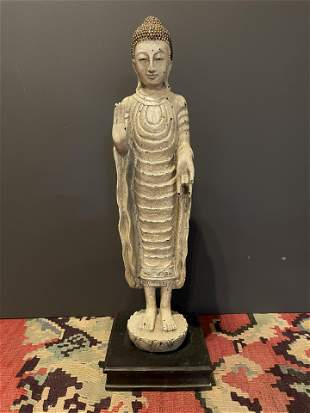 Old Enlightened Buddha Statue