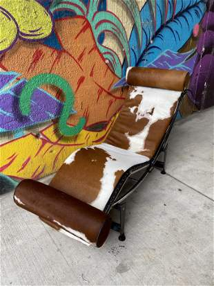 IMO Le Corbusier Cowhide Lounger