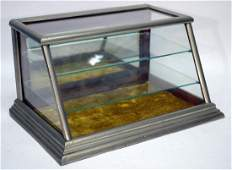 COUNTER-TOP DISPLAY CASE