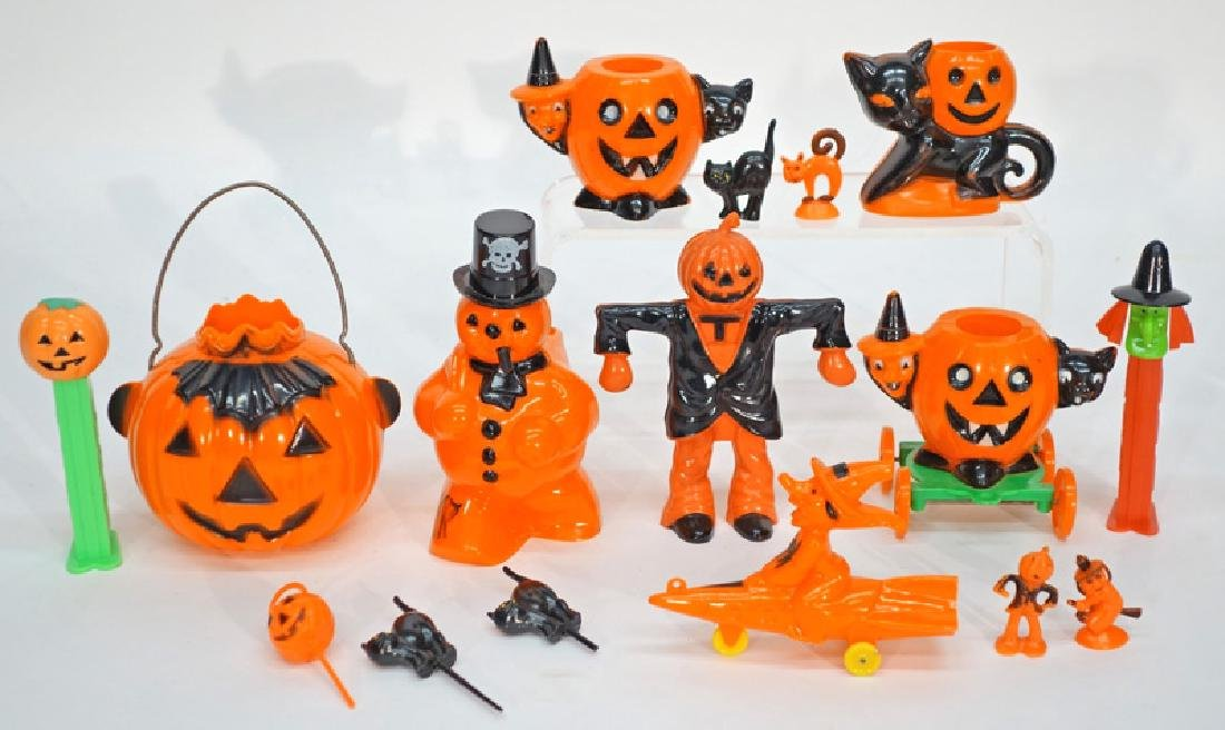 PLASTIC HALLOWEEN COLLECTIBLES (15+/-)