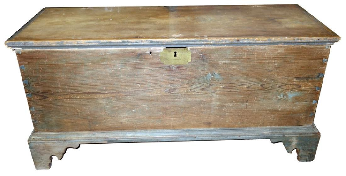 COUNTRY PINE BLANKET CHEST