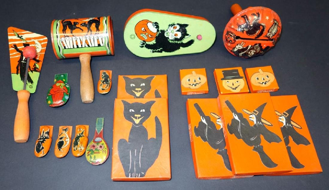 HALLOWEEN COLLECTIBLES