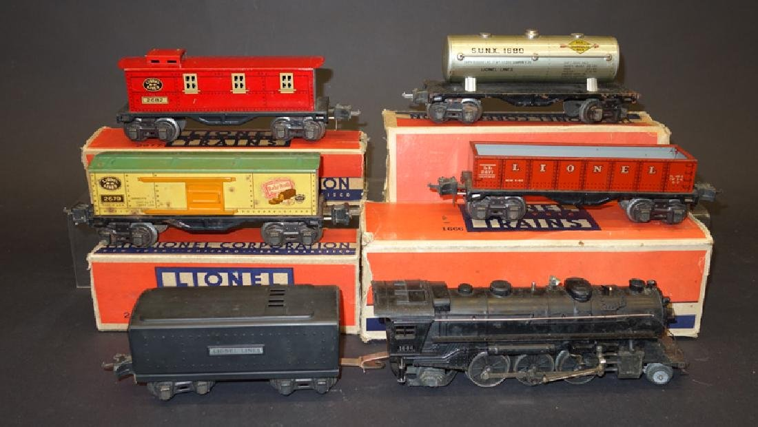 LIONEL TRAIN SET WITH TRANSFORMER (7 PC)