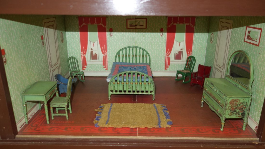 ARCADE DOLL HOUSE AND FURNITURE - 4
