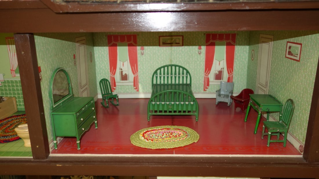 ARCADE DOLL HOUSE AND FURNITURE - 7