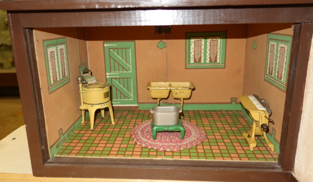 ARCADE DOLL HOUSE AND FURNITURE - 9