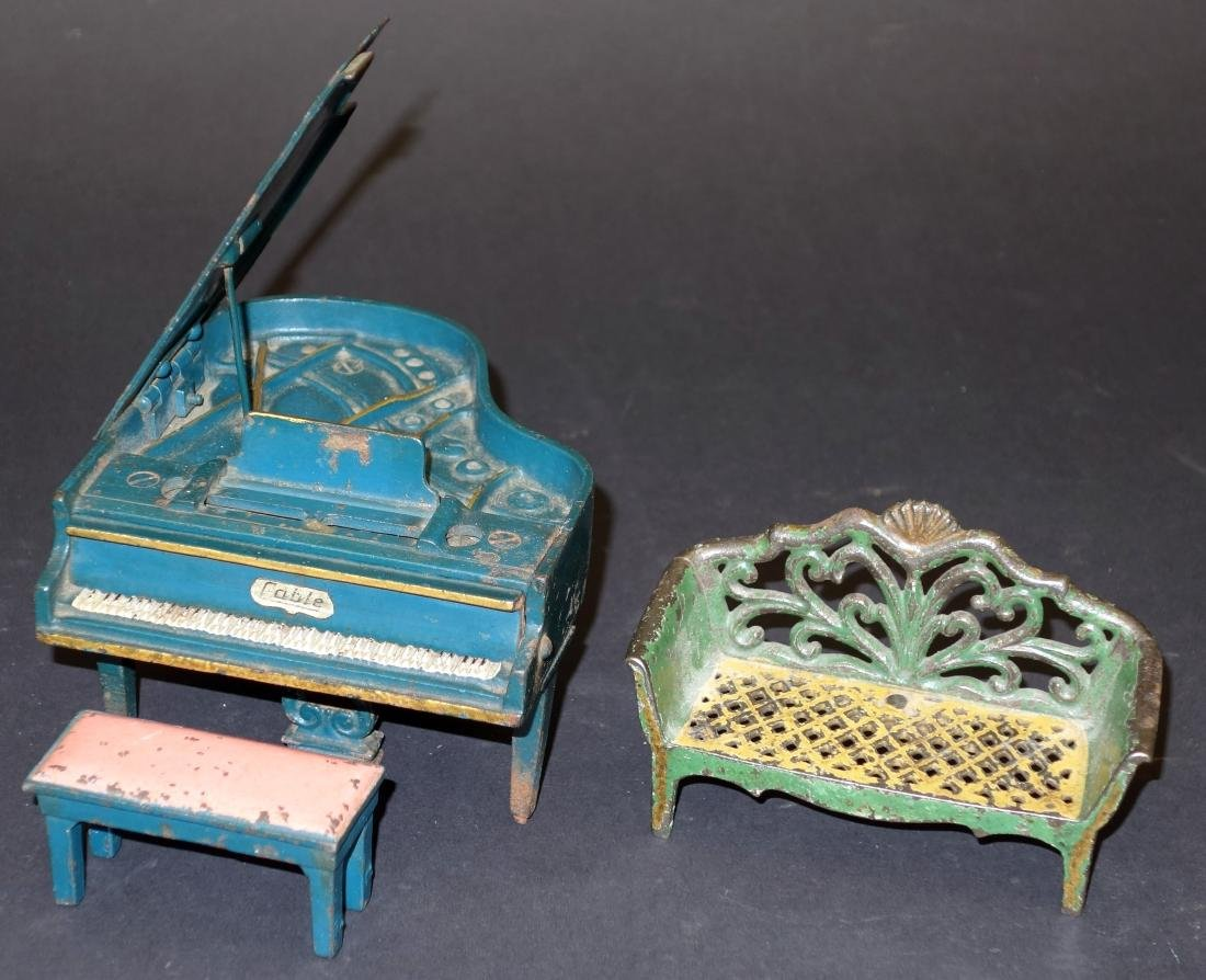 ARCADE TOY PIANO AND BENCH
