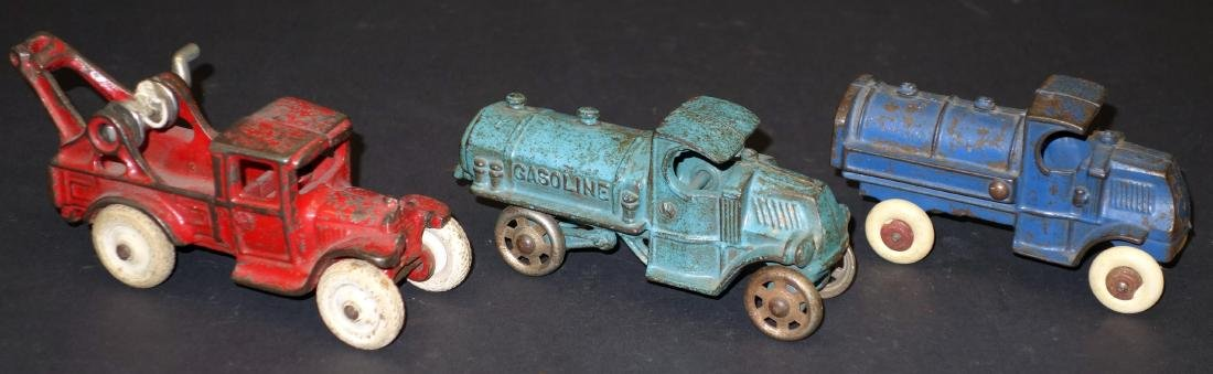 TOY WRECKER & TANK CARS
