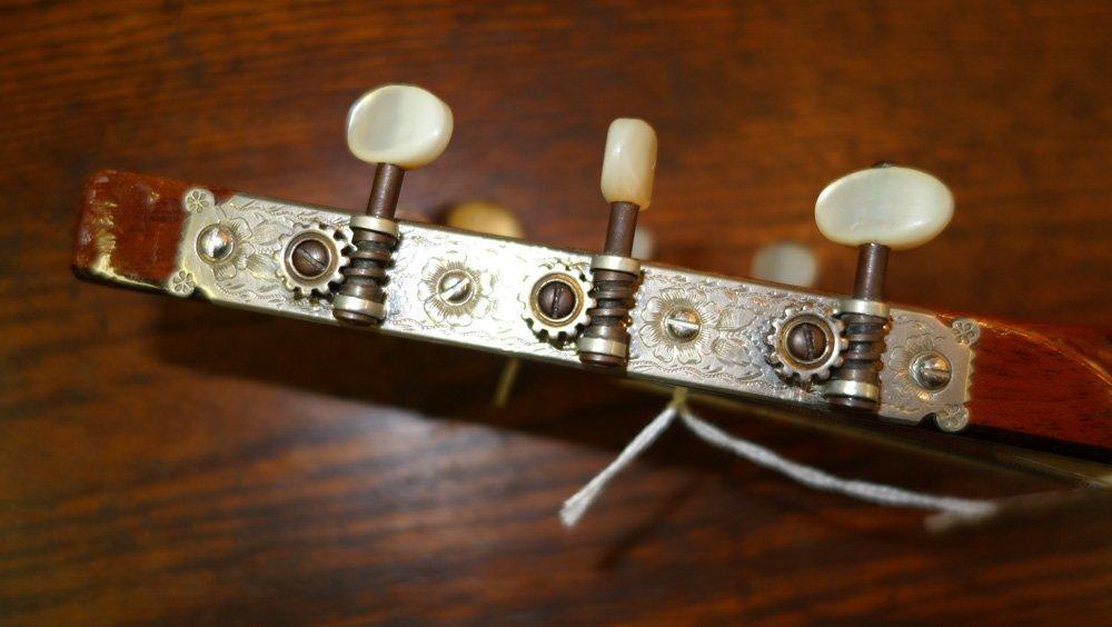 MARTIN CLASSIC FOLK GUITAR - 9