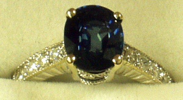 16: 18K GOLD SAPPHIRE & DIAMOND RING