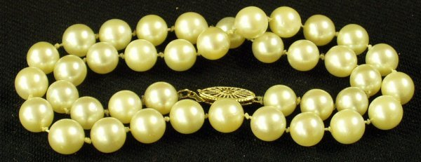 23: CULTURED PEARL NECKLACE - 14 INCH