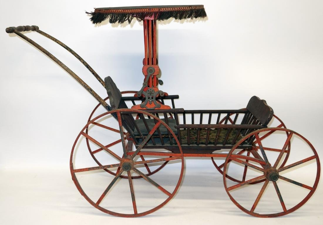 CHILD'S DOLL CARRIAGE