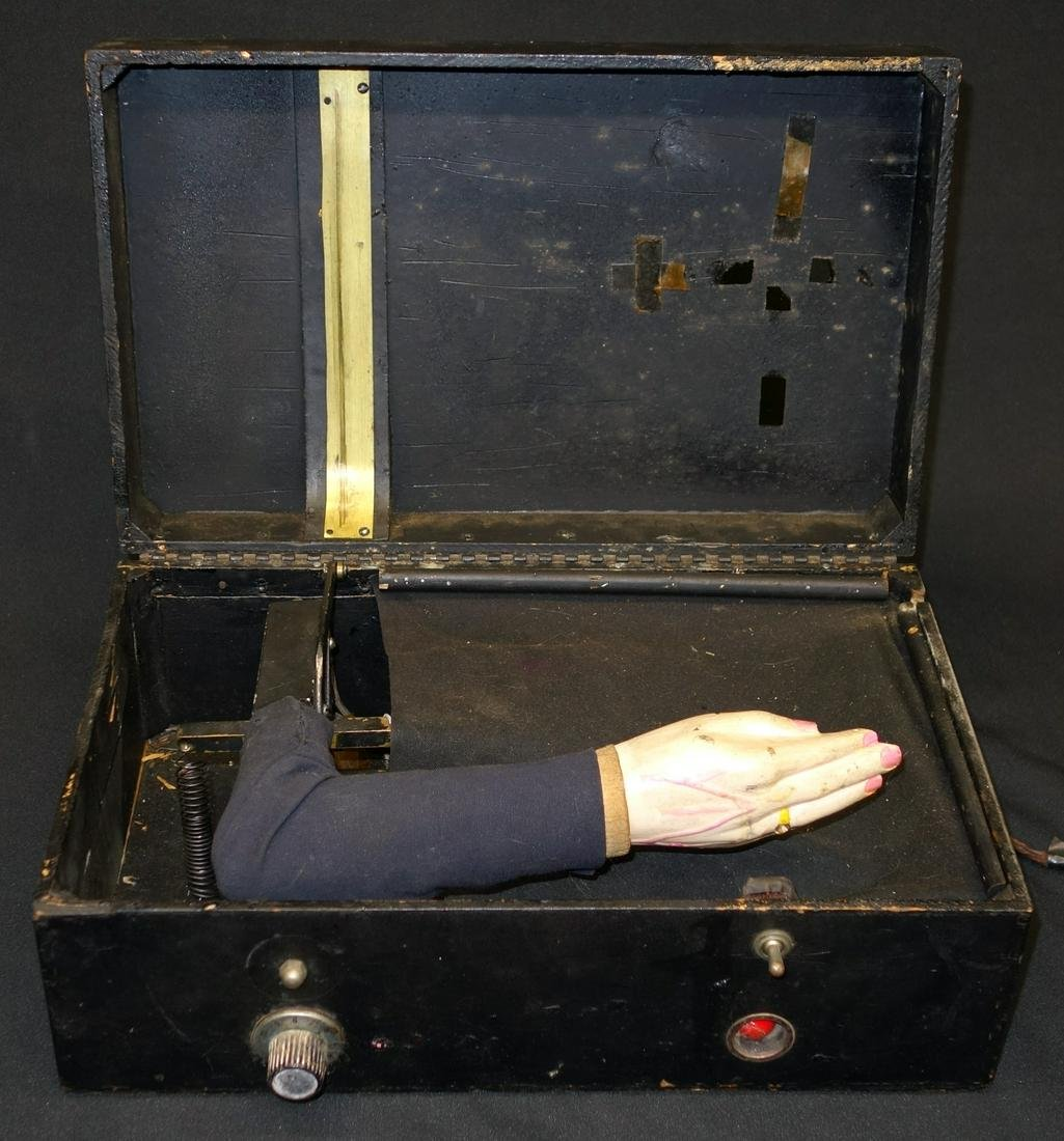 FOLKY MECHANICAL HAND IN BOX