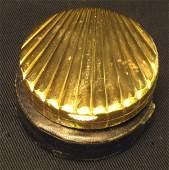142 VAN CLEEF  ARPELS 18K GOLD COMPACT