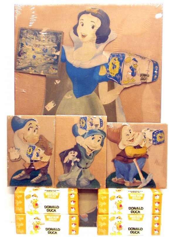 5: SNOW WHITE / DONALD DUCK BREAD DISPLAY