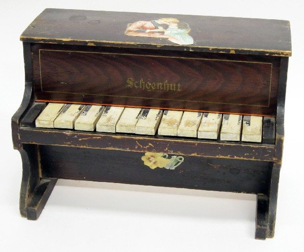 15: SCHOENHUT CHILDRENS PIANO