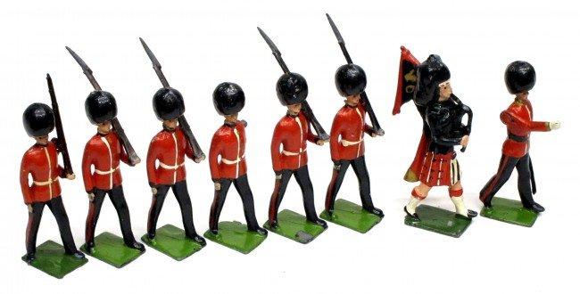 7: BRITAINS (8) SCOTS GUARDS SET