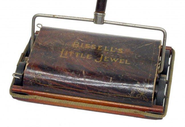 35: BISSTLE CHILD'S CARPET SWEEPER