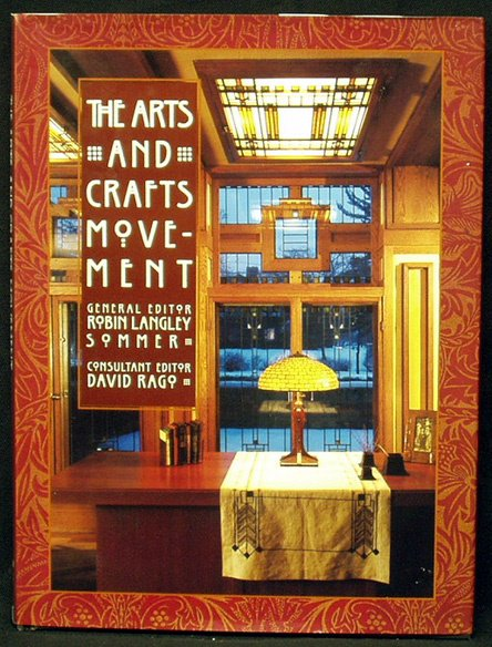 8: THE ARTS AND CRAFTS MOVEMENT Hardcover