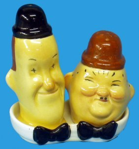 4: BESWICK LAUREL & HARDY SALT & PEPPER SHAKERS